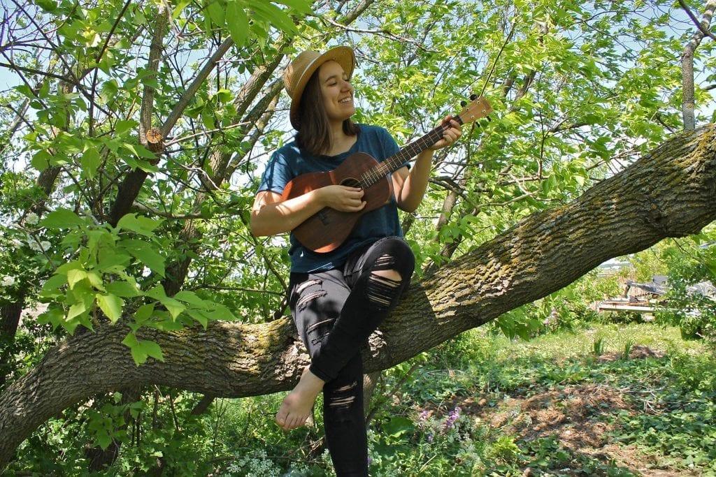 """Sarah Vanderzon lance en ligne sa chanson """"Trop souvent"""""""