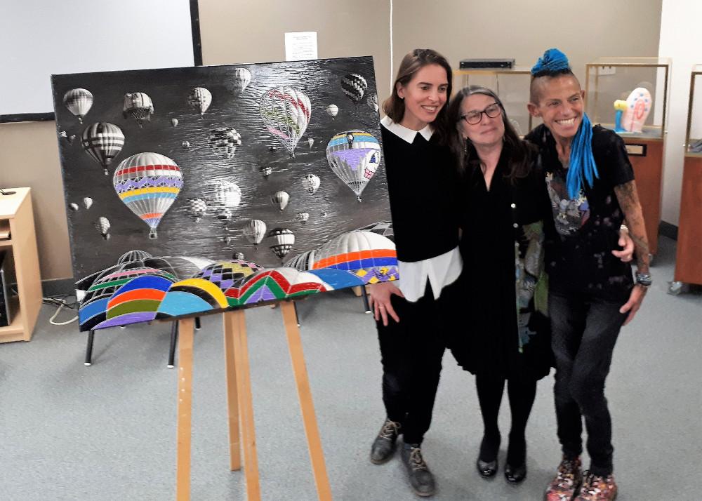 Marilou Alarie fait le don d'une oeuvre d'art à l'école secondaire Mont-Bruno