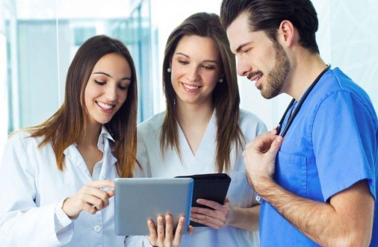 Le ministre Jean-François Roberge lance un appel à l'aide aux étudiants en santé