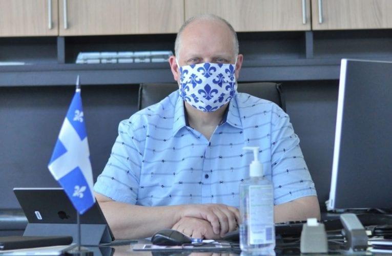 Masques: Stéphane Bergeron lance un appel aux fabricants et détaillants de Montarville