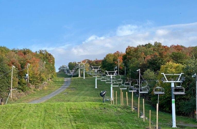 Voir les couleurs de l'automne du Mont-Saint-Bruno en télésiège!