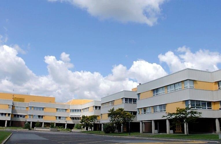 Centre-sportif: Le site de l'école Mont-Bruno, une option pour les conseillers Bérubé et Fortier