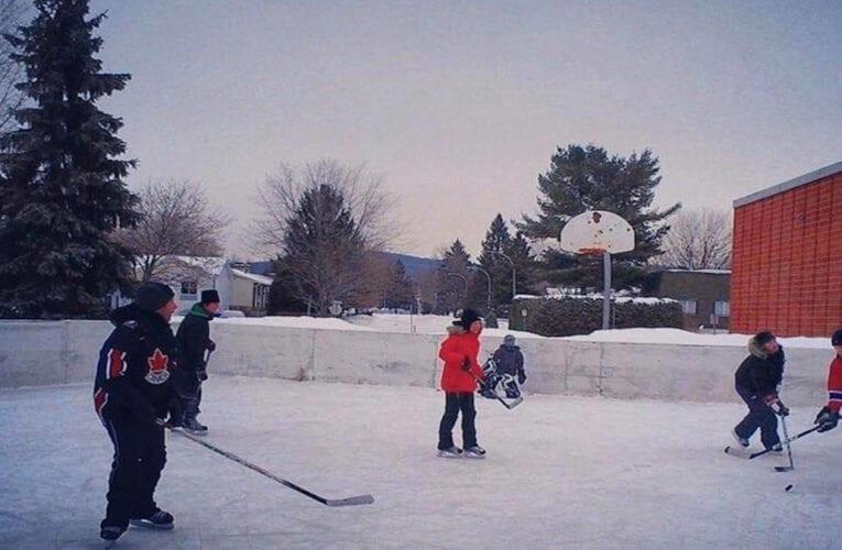 Le conseiller Vincent Fortier dénonce le retrait d'une 2e patinoire dans son district.