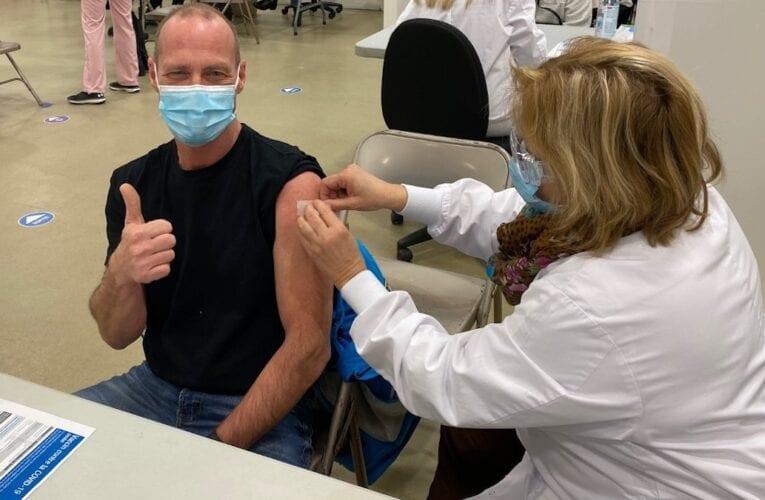 COVID-19: Une première personne vaccinée en Montérégie