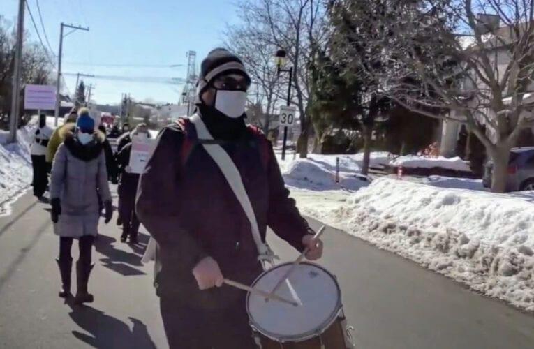 Crématorium: Manifestation de la COCARH dans les rues de Saint-Bruno